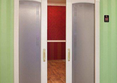 dveri-s-kapitelyami